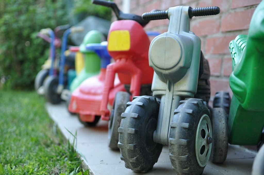 Рейтинг на най-добрите електрически мотоциклети за деца за 2020 г.